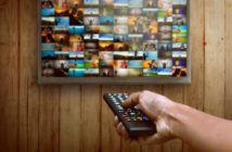 Amazon Channels - Fernbedinung wird auf TV gezeigt mit vielen kleinen Bilderkacheln