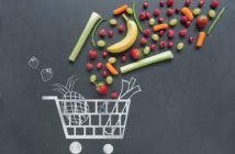 Frische Lebensmittel und ein Einkaufswagen
