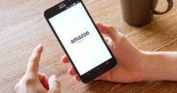 Amazon Konto gesperrt - Smartphone mit Amazon-Logo auf Bildschirm