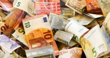 Viele Geldscheine durcheinander