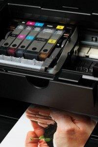 Patronen im geöffneten Drucker
