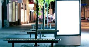 Werbedisplay in der Stadt