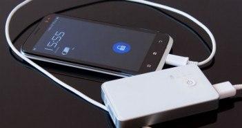 Smartphone mit Powerbank