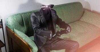 Unsichtbarer Mann auf Sofa