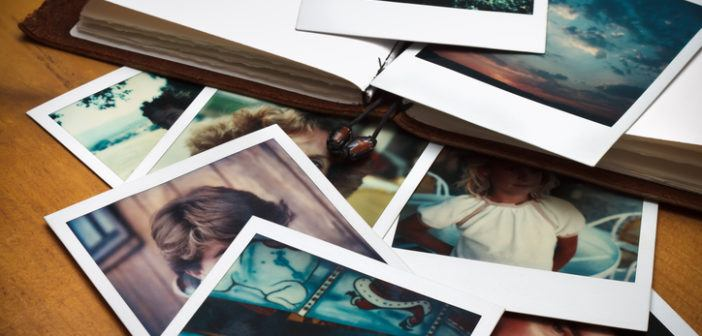 Stapel alter Polaroidfotos