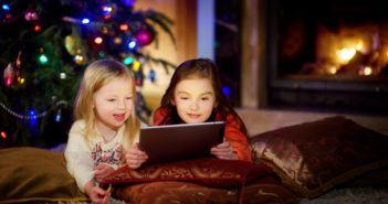 Zwei Schwestern spielen Videospiele