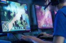 eSport Team spielt am Computer