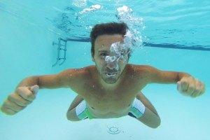 Mann unter Wasser