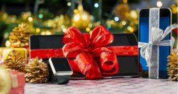 Technik-Geschenke-unter-dem-Weihnachtsbaum